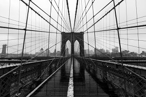 Brooklyn Bridge symmetry & skyline
