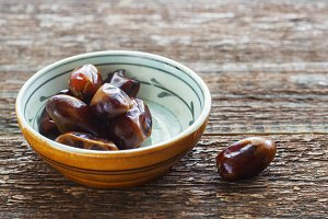 Raw Organic Medjool Dates Eat