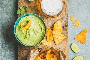 Mexican corn chips & guacamole sauce