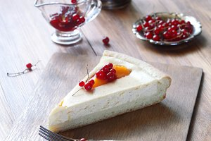 Cheese Pie with Peaches and Berries