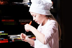 Little chef prepare chocolates
