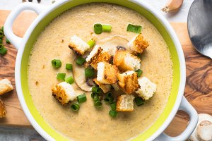 Creamy Mushroom Soup with croutons