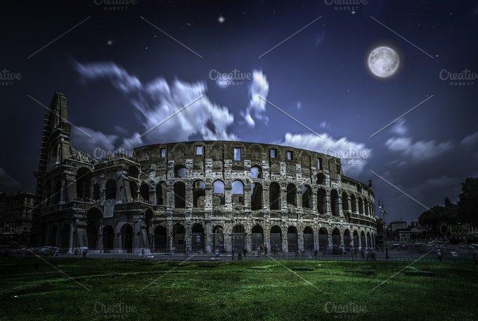 The Colosseum in Rome. Night view - Architecture