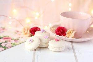 Macarons & Roses