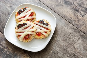 Halloween mini pizzas mummies
