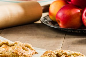 Warm apple tarts