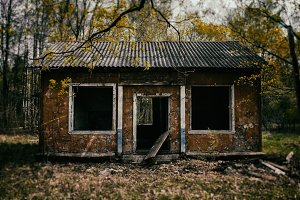 Classic evil  dead zombie house