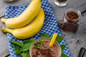 Chocolate-banana smoothie
