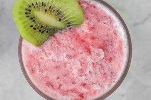 Strawberry smoothie with kiwi