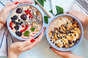 chocolate and berry smoothies bowls.