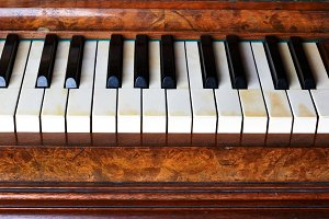 5 photo of old Piano keys