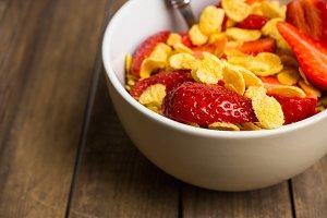 Cornflakes with fresh strawberry