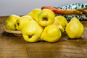 Yellow quince fruit in a tray