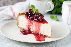 Cheesecake with cherry sauce