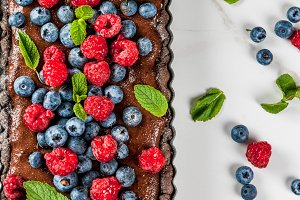 Chocolate tart with fresh berries