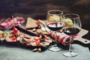 Meat plate and wine for two