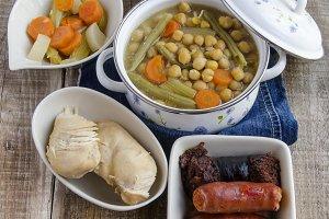 cocido de garbanzos con carne y verduras (2).jpg