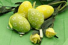 Varios huevos de pascua decorados (9).jpg