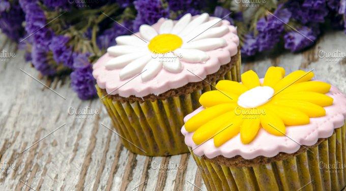 cupcakes (2).jpg - Food & Drink