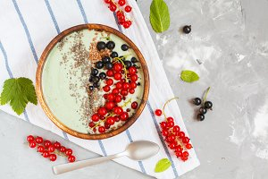 Spirulina smoothie bowl