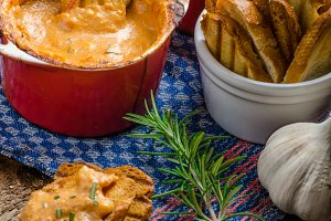 Tomato and cheese dip baked with crispy garlic toast