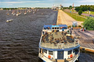 Ships and yachts on the Daugava