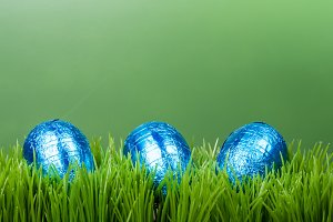 Background of grass and eggs