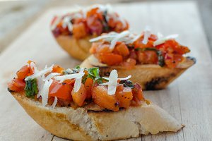 Crostini with onion, tomato and basil