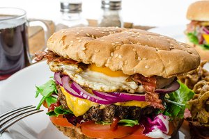 Beef burger, red onion and fried egg