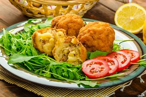 Macaroni and cheese balls