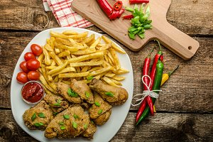 Fried chicken, chilli fries and dip