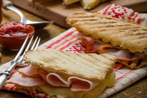 Quick dinner, toast with ham and cheese