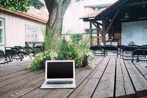 5 PSD + Hi-Res JPG Laptop Mockups