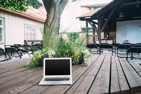5 PSD Hi-Res JPG Laptop Mockups