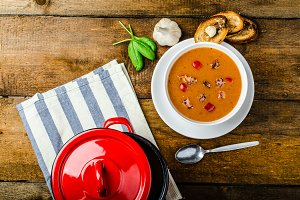 Goulash soup with crispy garlic toast
