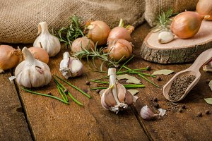 Onions, garlic and herbs bio from the garden