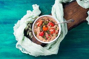 Quinoa porridge with strawberries in bowl