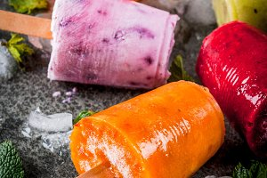 Juices and smoothie popsicles