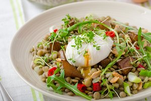 Lentil salad with poached egg