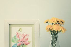 Flower arrangement and photo frame