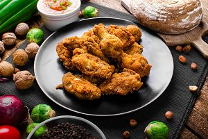 Spicy breaded chicken wings with homemade bread