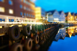 Diagonal city pier background