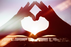 Sunny finger heart