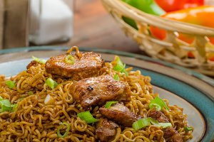 Chinese noodles with chicken and onion