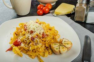 Homemade tagliatelle with garlic and cherry tomatoes