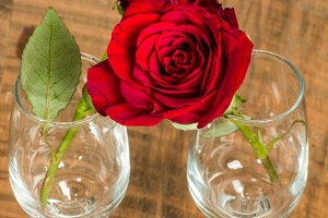 Two wine glasses with roses