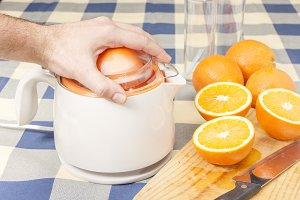 Squeezing orange