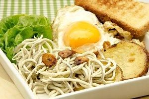 huevo,patatas y gulas (4).jpg