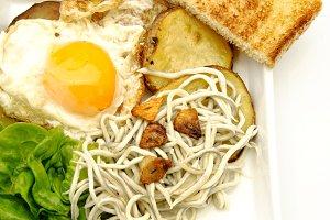 huevo,patatas y gulas (12).jpg