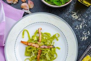 Italian spinach pasta with organic garlic
